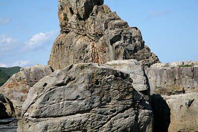 岩を間近に